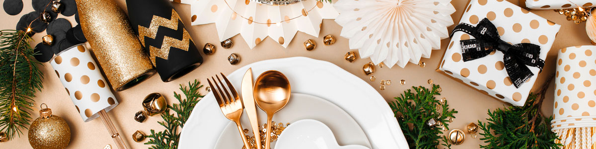 Christmas Tablecloths and Runners Christmas Tablecloths Page Feature Image